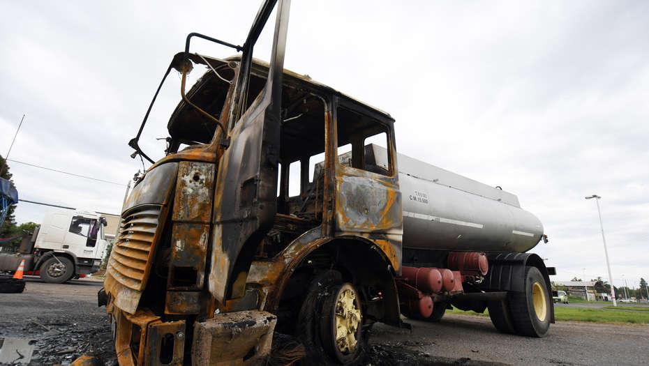 Rosario, 30 de Marzo de 2017 Un Camionero que conducia un camion tanque en la madrugada de hoy evito uno de los piquetes y mato a un sueguridad privado en la ruta 11 y su cruce con la 10. Foto: JUAN JOSE GARCIA